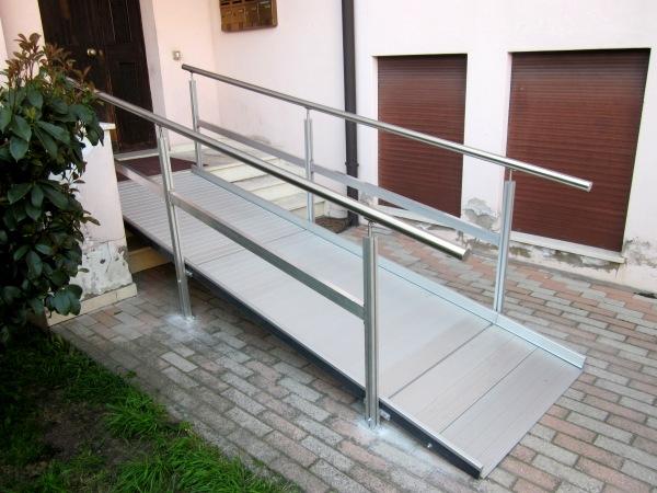 Installazione di rampa di accesso per abitazioni e for Arredamento casa per disabili
